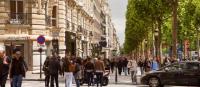 pietons a la place des voitures en plein centre de Paris
